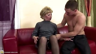 Furry mature mother bootie poked and pissed on