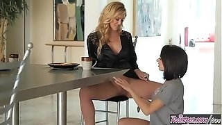 Platinum-blonde mummy (Cherie DeVille) tongues (Darcie Dolce) for breakfest - Twistys