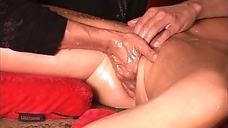 Astounding spray guru keeps cougar coochie spewing out watch utter vid on Xvids crimson