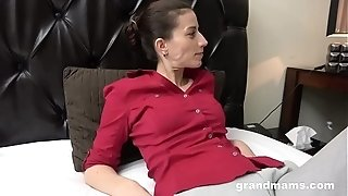 Mommy likes fellatio and rubdown from stepson