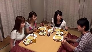 "Kotatsu Is The Hangout Of The Sisters Why Do Not You Put In The apartment ""kotatsu"" Will beat In The Lottery!"
